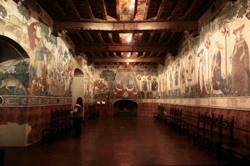 Castello Della Manta | Piemonte | Manta