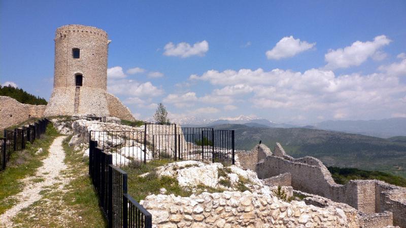 Castello di Bominaco | Abruzzo | Caporciano