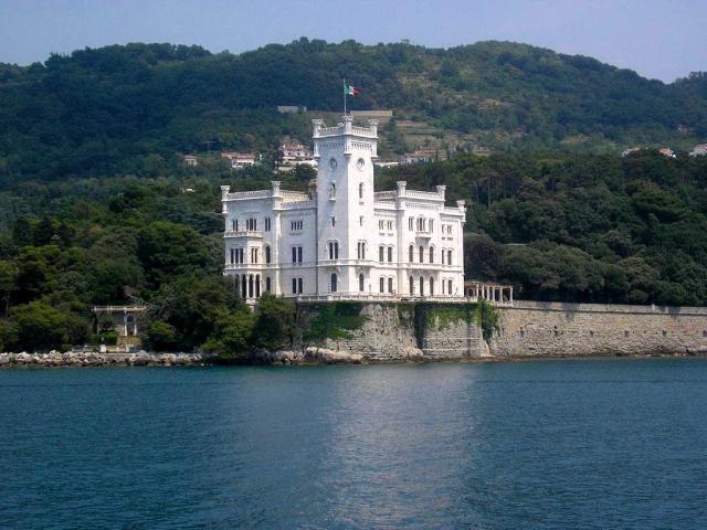 Letto A Castello Prezzi : Castello di miramare friuli venezia giulia trieste